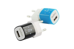 "СЗУ ""Belkin"" 1A с USB выходом (F8JO17E BLU)  (белый/синий)"